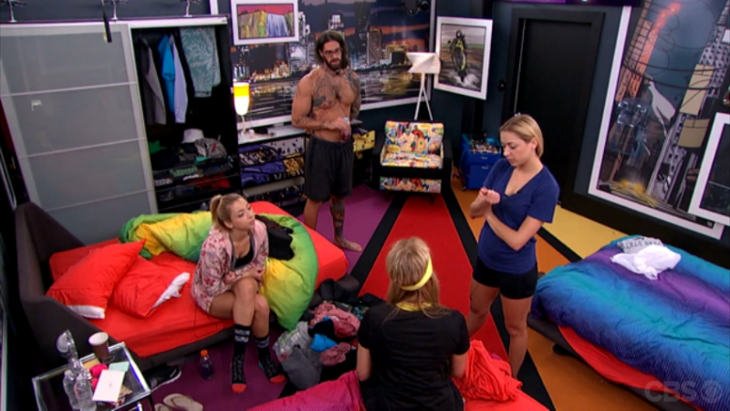 BB17_Ep30_VanessaReunitesTheGroup
